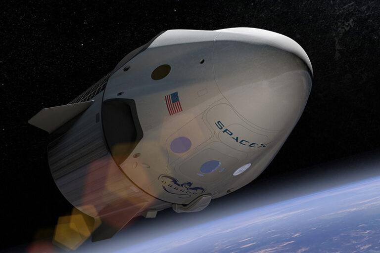 Załogowa misja SpaceX wraca na Ziemię – gdzie zobaczyć lądowanie?