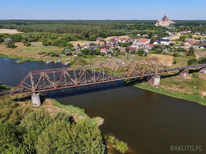 Zabytkowy most kolejowy w Stobnicy